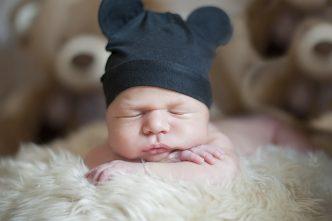Pour favoriser le sommeil de bébé, il faut optimiser la conception de la chambre (décoration, ameublement, etc.)